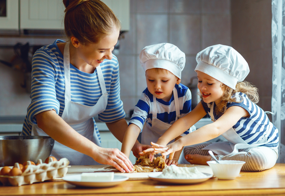 Resultado de imagen de niños cocinando